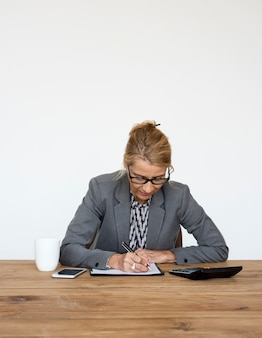 Funzionamento di scrittura di finanza di contabilità della donna di affari