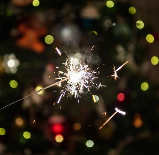 Fuochi d'artificio che brucia sparkler