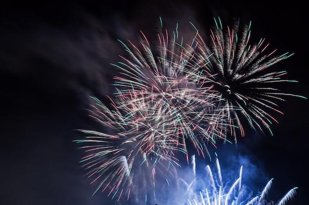 Fuochi d'artificio di notte