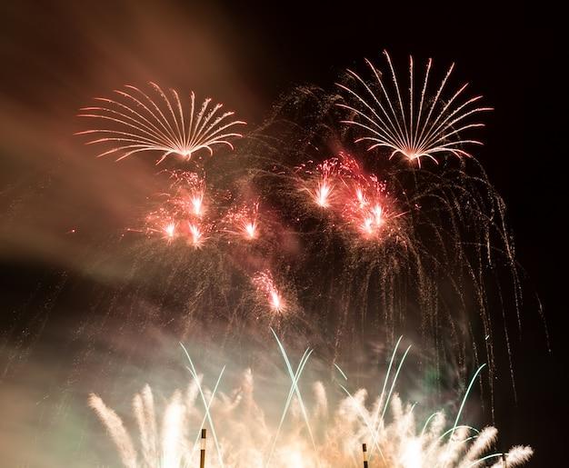 Fuochi d'artificio rossi