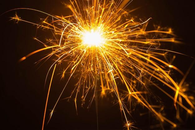 Fuochi d'artificio su sfondo nero
