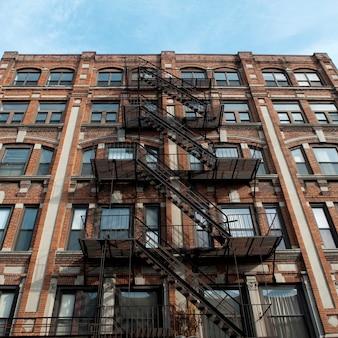 Fuoco esterno sfugge su un edificio a boston, massachusetts, usa