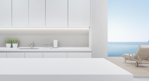 Gabinetto della cucina moderna nella casa di spiaggia di lusso