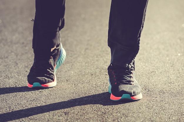 Gambe dell'atleta corridore