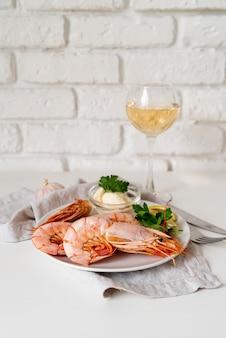 Gamberetti appetitosi con champagne