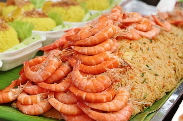 Gamberetti riso fritto in cibo di strada