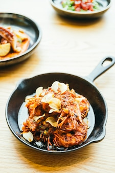 Gamberi fritti con aglio
