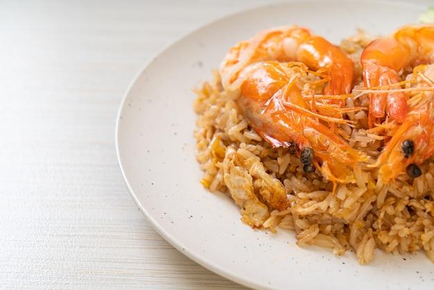 Gamberi giganti con riso fritto e pasta di gamberi