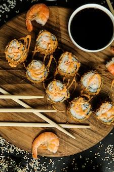 Gamberi tempura riso pesce zenzero wasabi sesamo