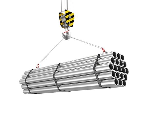 Gancio della gru con pila di tubi metallici in acciaio