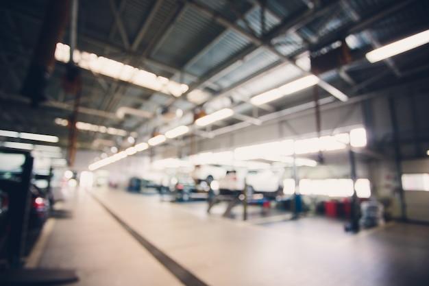 Garage astratto della sfuocatura e interno del automoblie per fondo elaborazione del bilanciamento del bianco blu