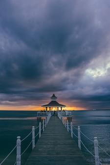 Gazebo al tramonto