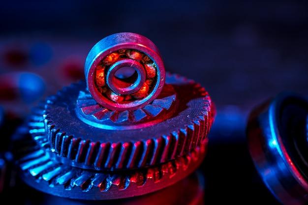 Gears. parte della macchina. colore al neon.