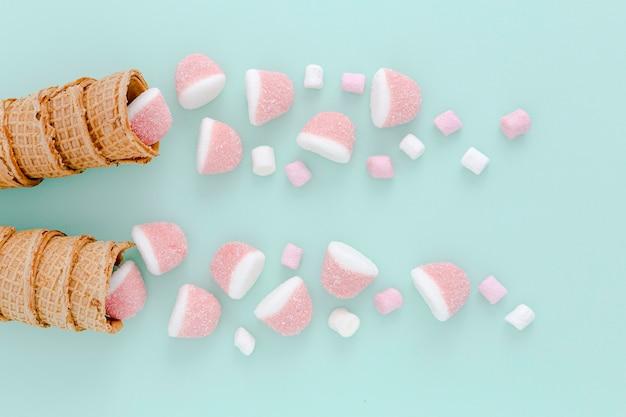 Gelatine vista dall'alto in coni gelato