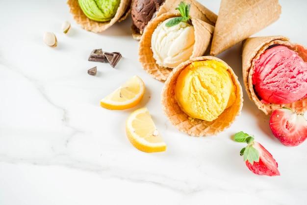 Gelato colorato di frutta e bacche