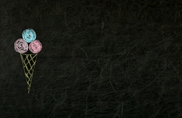 Gelato disegnato con i pastelli sulla lavagna