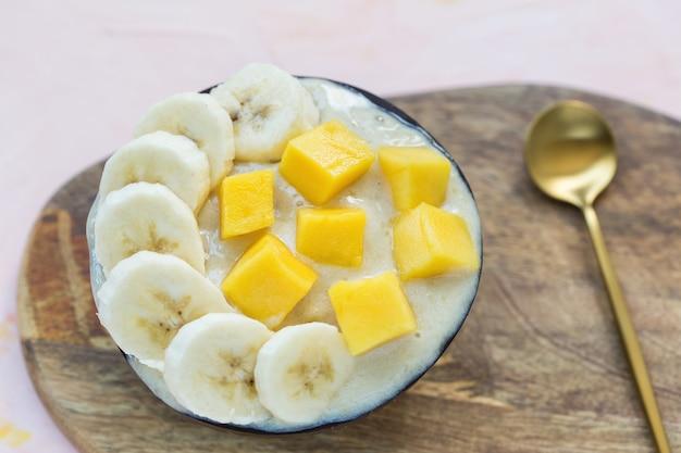 Gelato vegano fatto in casa alla banana e gelato al mango