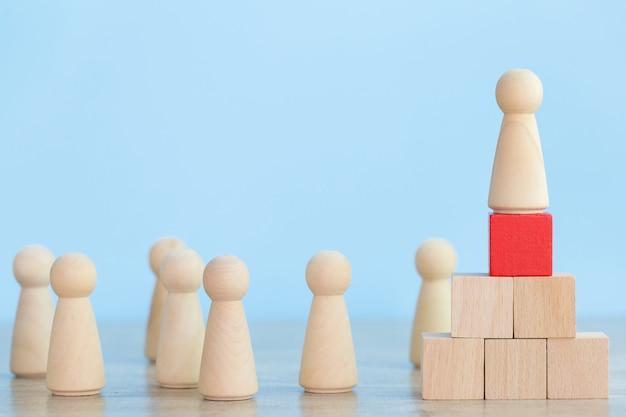 Gestione delle risorse umane, ricerca di uomini d'affari e business team con concetti di business leader: immagine.
