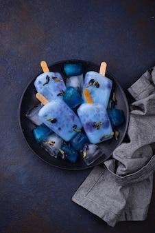 Ghiacciolo blu del pisello di farfalla