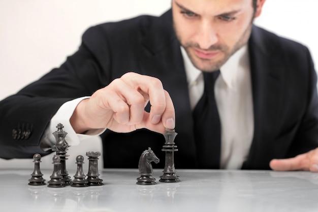 Giocare a scacchi e fare una strategia