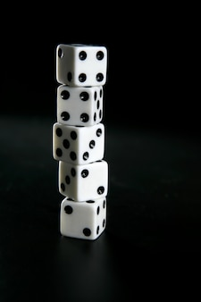 Giocatore d'azzardo a cinque dadi