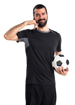 Giocatore di calcio che fa il gesto del telefono