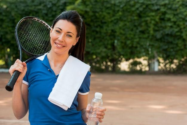Giocatore di tennis con la sua racchetta