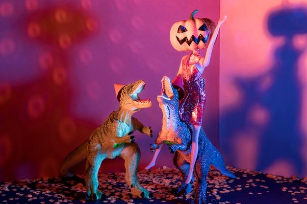 Giocattoli di halloween raccapriccianti e spettrali del primo piano