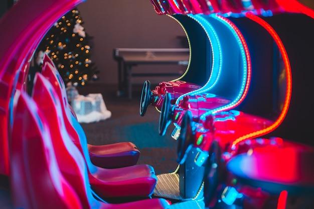 Giochi arcade con luci al neon