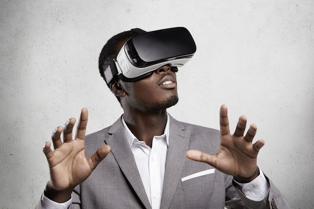 Giochi, tecnologia 3d e cyberspazio.