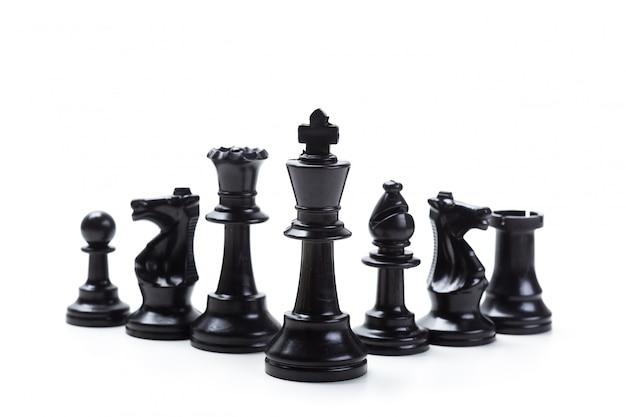 Gioco di scacchi o pezzi degli scacchi con bianco