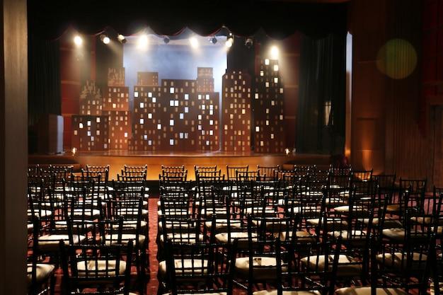Gioco di scuola di palcoscenico vuoto