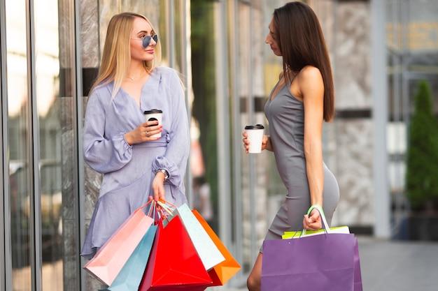 Giornata delle donne di shopping e chat