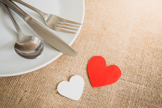 Giorno di san valentino con argenteria