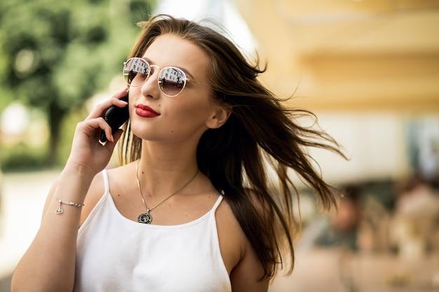 Giorno di telefono bella estate fantasia estiva
