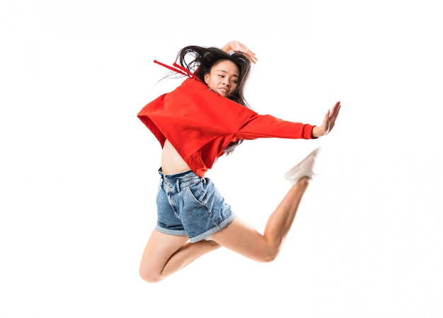 Giovane ballerina asiatica