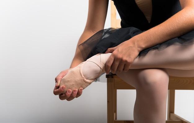 Giovane ballerina in studio