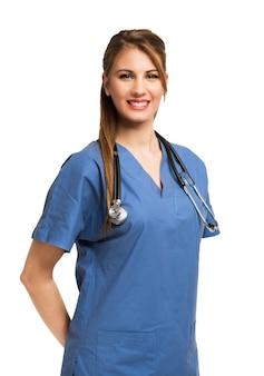 Giovane bella sorridente infermiera ritratto