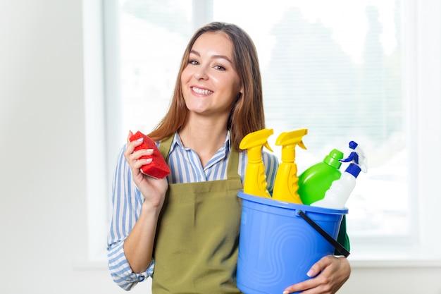 Giovane casalinga