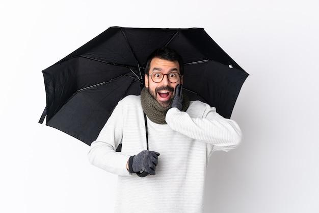 Giovane con ombrello