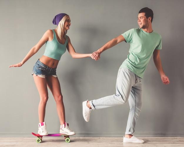 Giovane coppia che si diverte