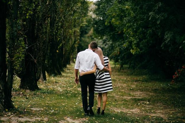 Giovane coppia . l'amore è