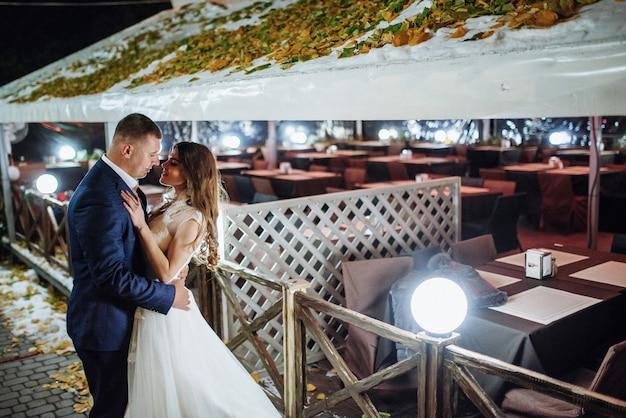 Giovane coppia nel giorno del matrimonio