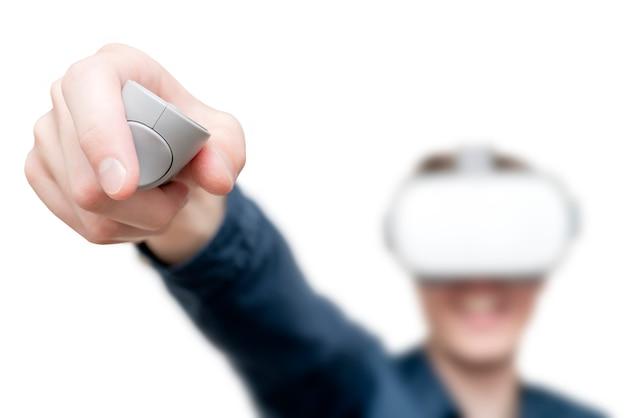 Giovane di realtà virtuale.