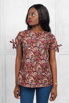Giovane donna afroamericana di bellezza