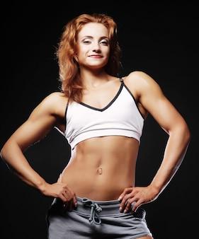 Giovane donna atletica
