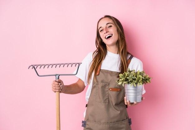 Giovane donna caucasica giardiniere