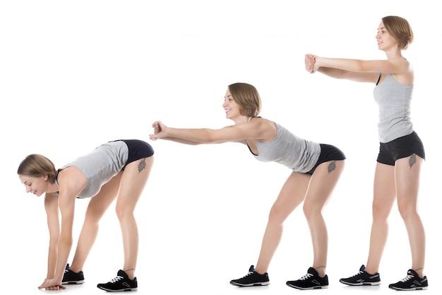 Giovane donna che mostra una sequenza di esercizi