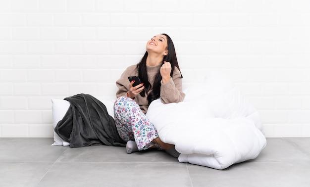 Giovane donna che va a dormire