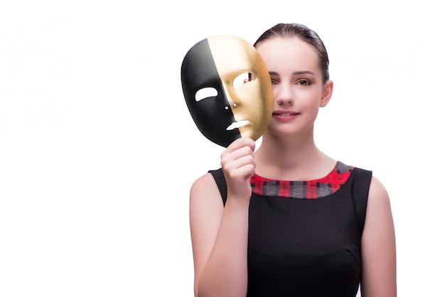 Giovane donna con la maschera isolata su bianco